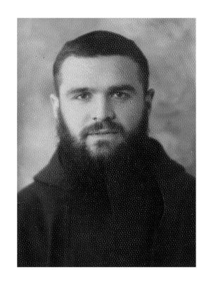 Giovane sacerdote a Pontremoli nel 1946